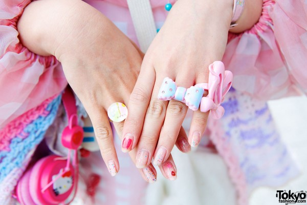 Bow Rings & Glitter Nails