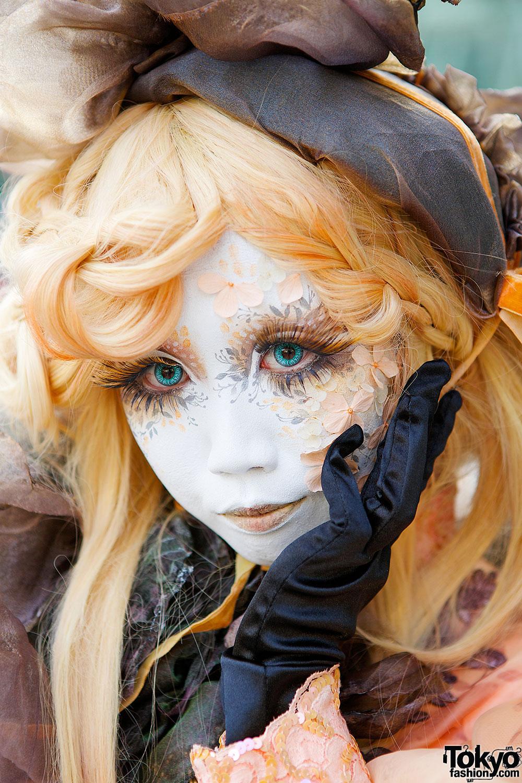 Shironuri Artist Minori In Orange Princess Dress