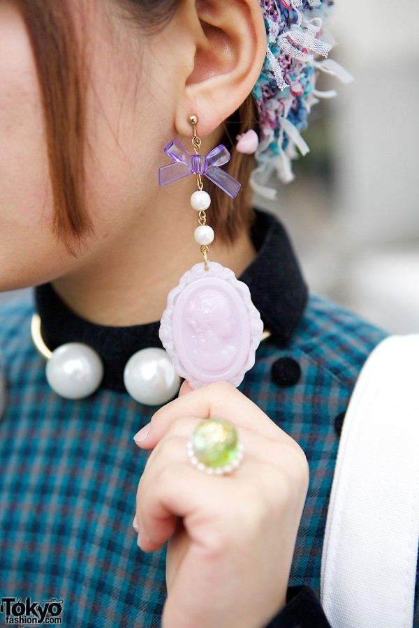 Cameo & Bow Earring