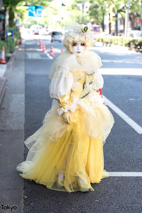 Shironuri Minori in Harajuku Wearing Yellow Dress w/ Flowers & Vines