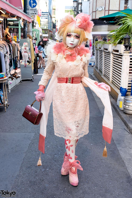 Japanese Shironuri Artist Minor in Lace & Chiffon