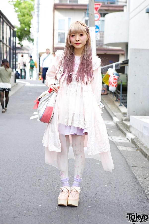 Harajuku Girl in Pastel Resale Fashion