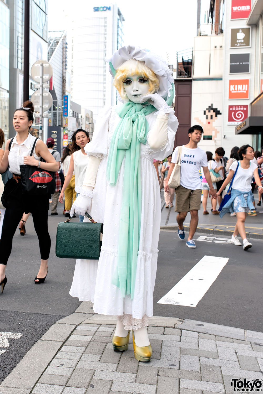 Japanese Shironuri Artist Minori w/ Green & White Vintage Fashion in Harajuku