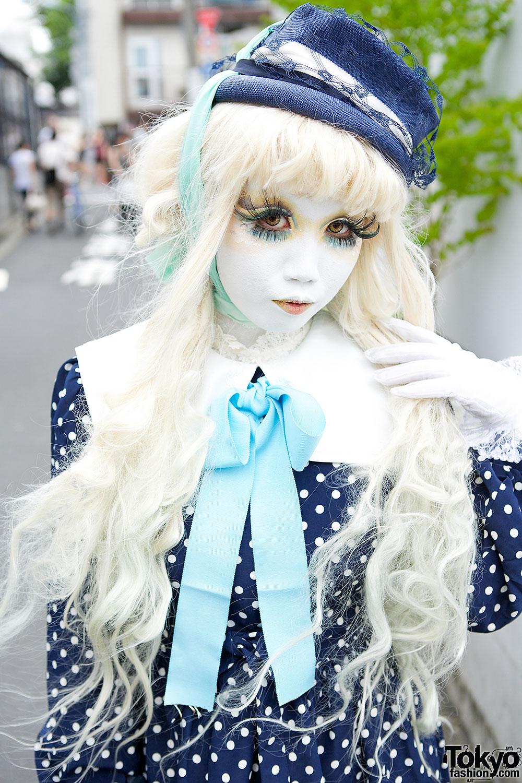 Shironuri Artist Minori in Harajuku w/ Handmade Polka Dot & Blue Bows Outfit