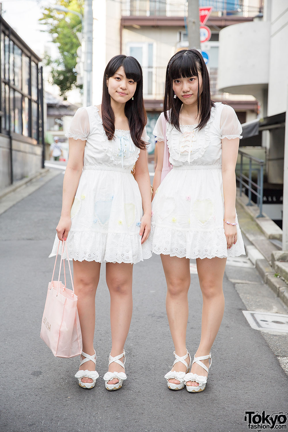 Harajuku Girls in Matching Liz Lisa Dresses w/ Nile Perch ...