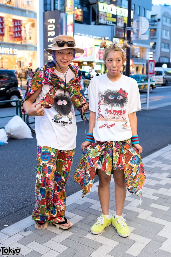 Harajuku Duo w/ Graphic T-Shirts, Piercings, Buttstain Accessories & Geta