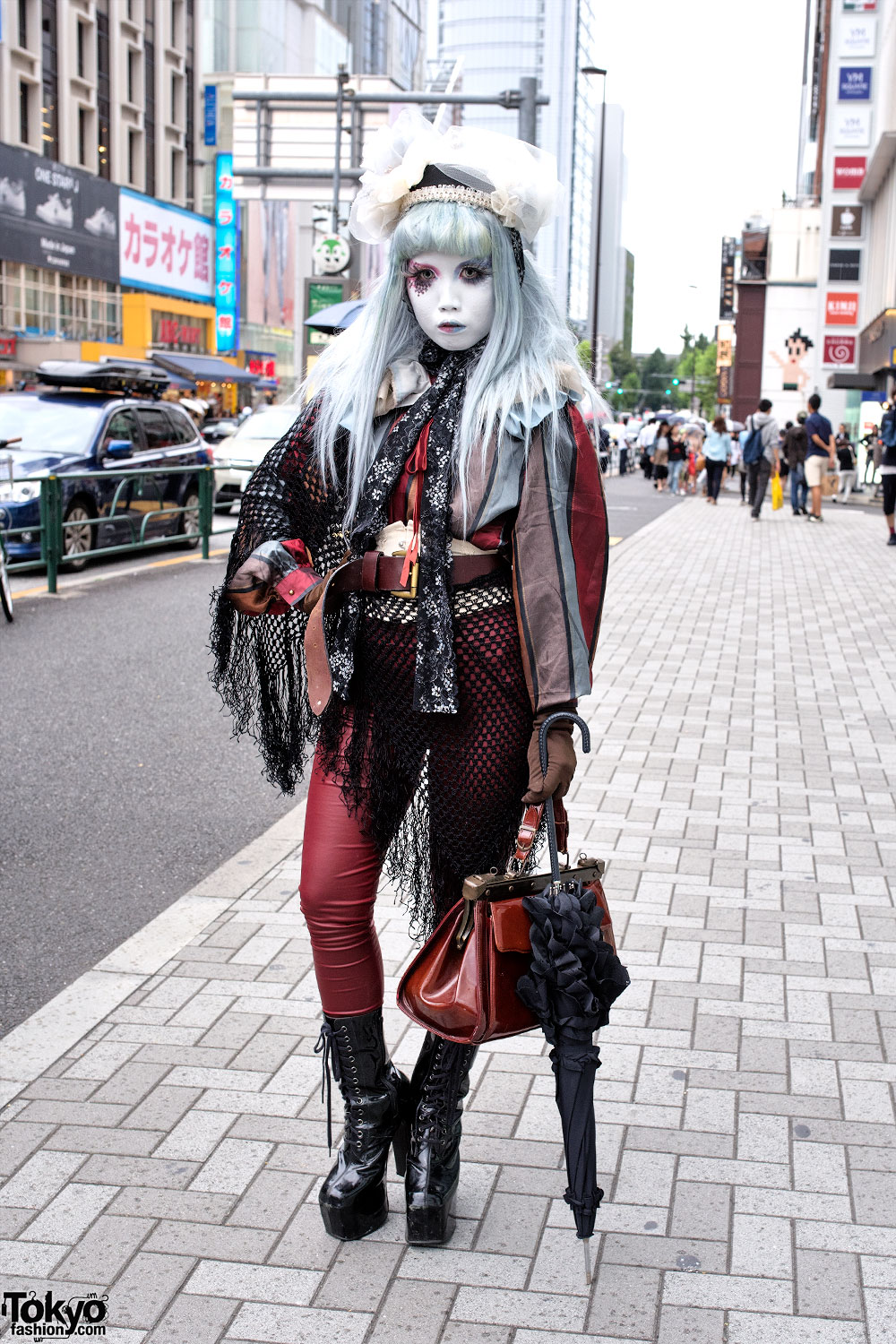 Shironuri Minori in Harajuku w/ Blue & Red Eye Makeup, Lace & Vintage Items
