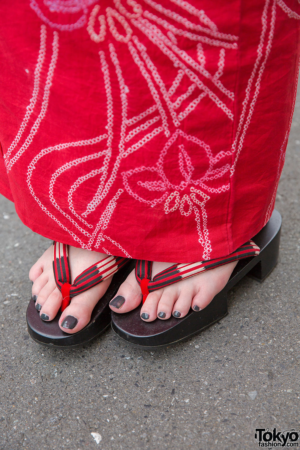 Red Yukata Amp Geta Sandals W Pill Earrings Amp Round Bag In