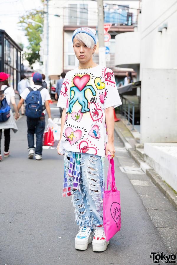 Keith Haring T-Shirt & Pin Nap Ripped Jeans