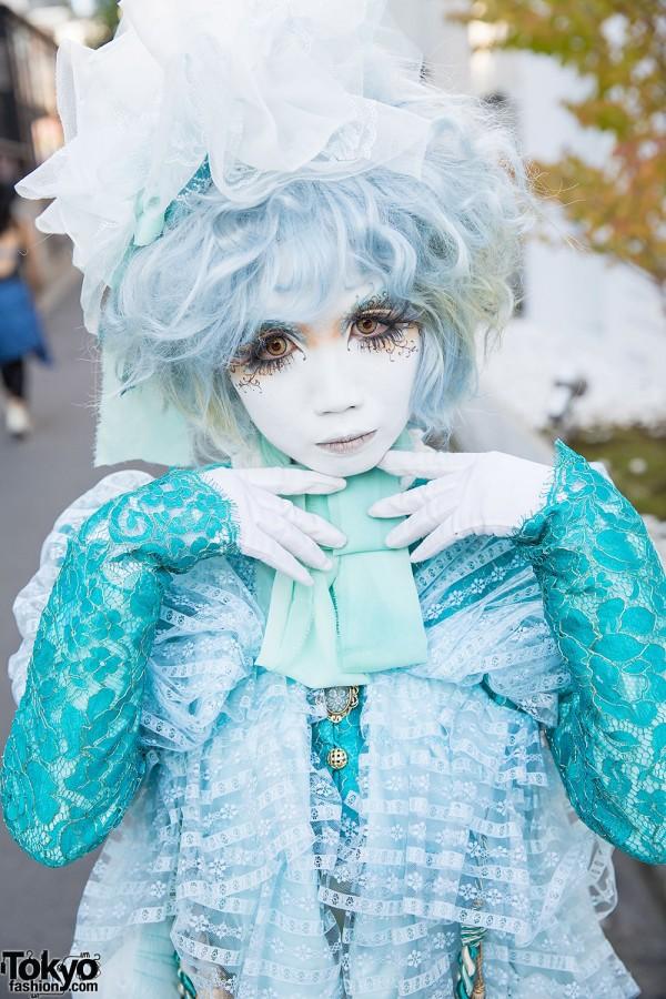 Shironuri Artist Minori in Lace & Ruffles