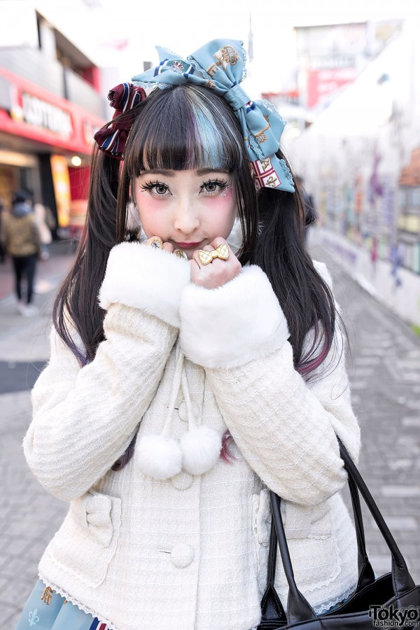 Cute Twin Tails & Lolita Hair Bow in Harajuku