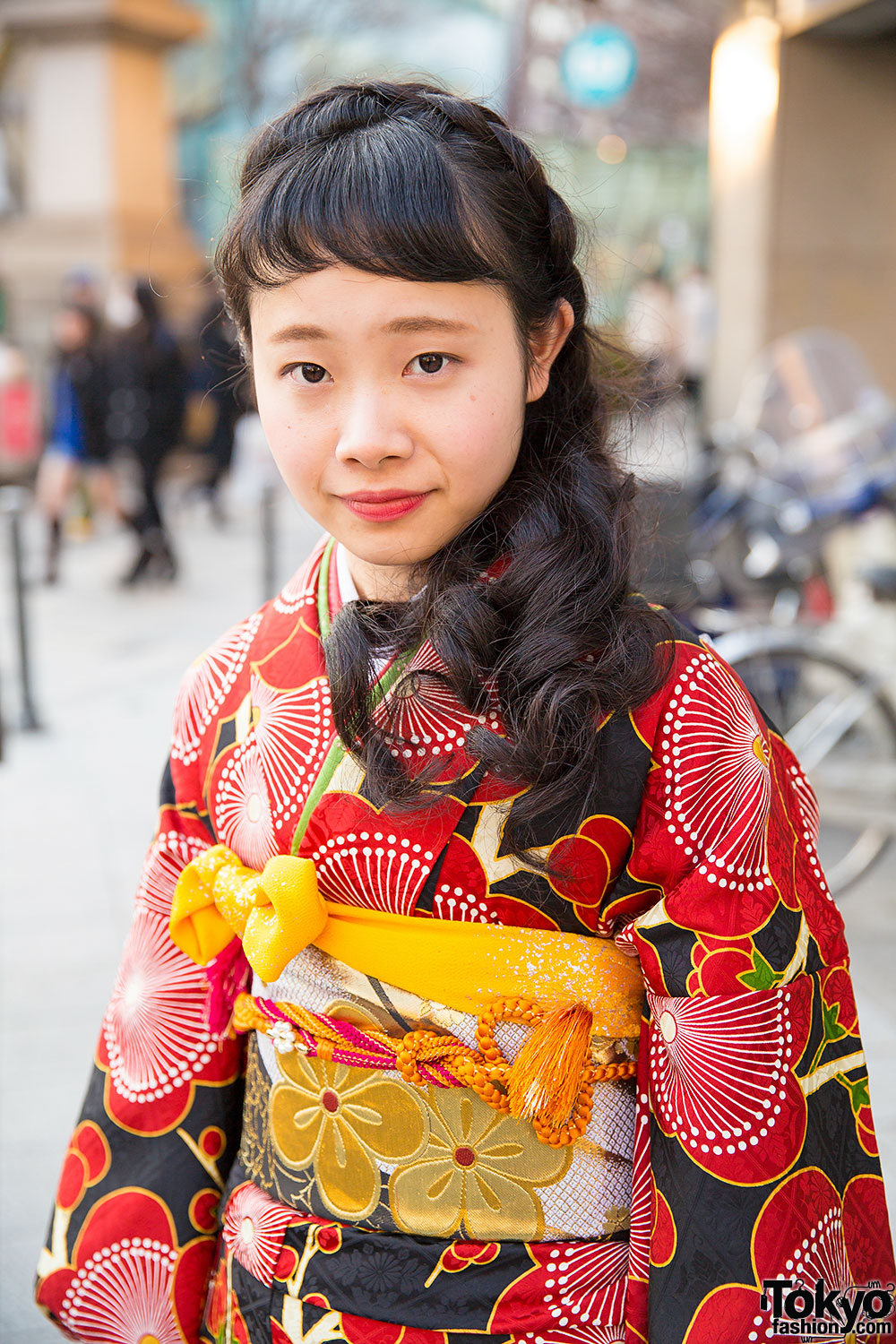 Pretty In Pink 10 Pink Makeup Looks With Voluminous Curly: Pretty Floral Print Kimono & Braids Hairstyle In Harajuku