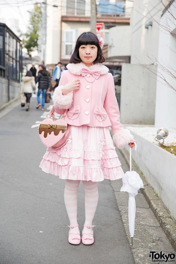 Pink Lolita Fashion in Harajuku w/ Angelic Pretty Heart Shaped Bag