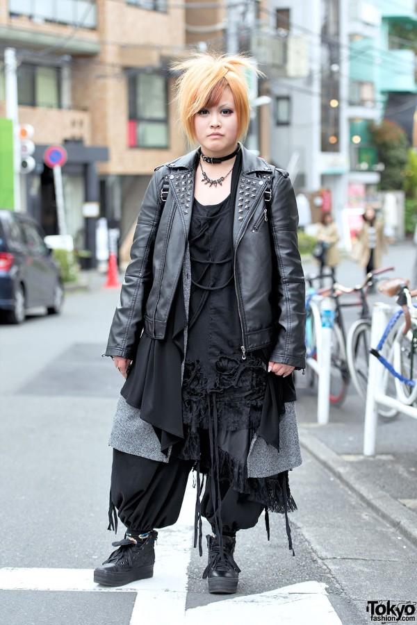 The GazettE Fan in Harajuku w/ All-Black Sex Pot Revenge & Monomania Fashion