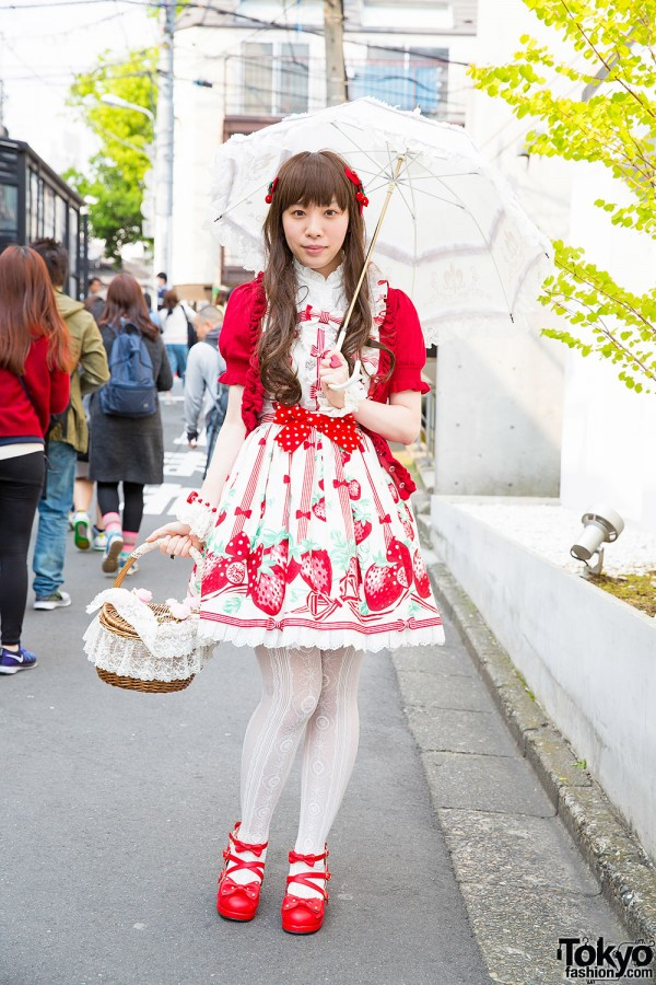 Harajuku Lolita in Berry-Themed Look w/ Angelic Pretty, Innocent World & metamorphose temps de fille