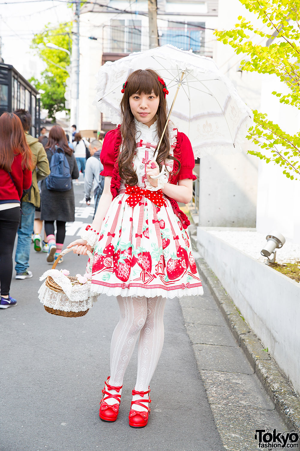 Harajuku Lolita In Berry Themed Look W Angelic Pretty
