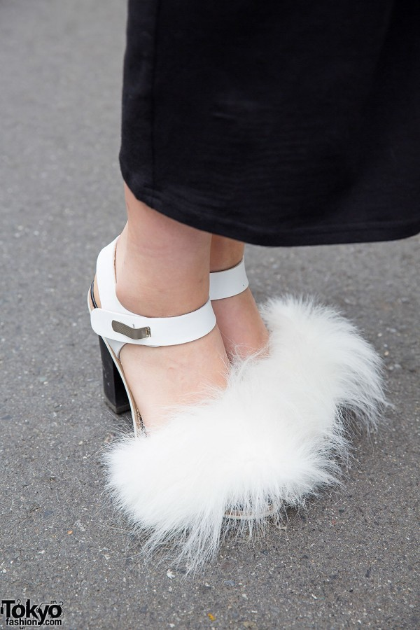 White Sandals with Furry Pompoms