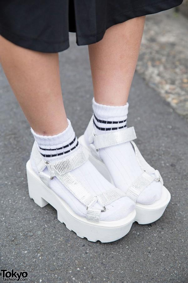 Harajuku Girl In Nadia Wide Leg Pants Platform Sandals