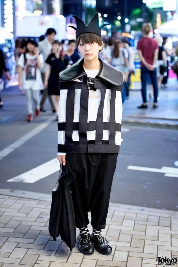 Black Crown & Comme Des Garcons Street Fashion in Harajuku