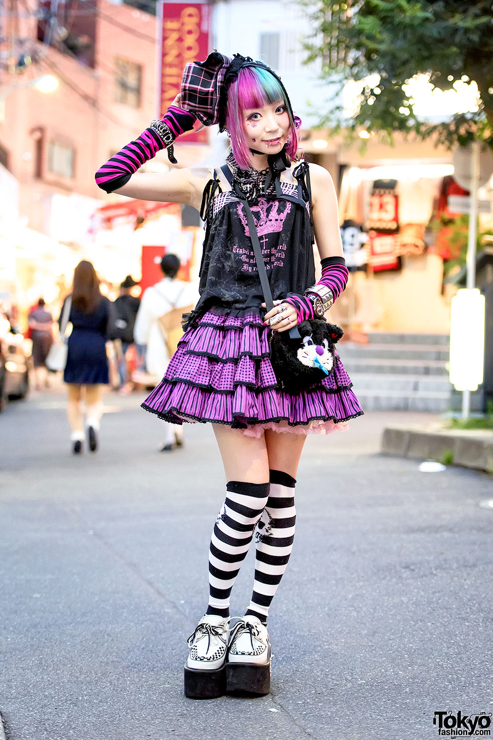 Harajuku Girl W Piercings Pink Blue Hair H Naoto Putumayo Winged Creepers