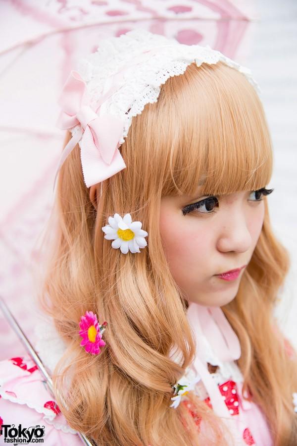Harajuku Girl with Daisy Hair Accessories