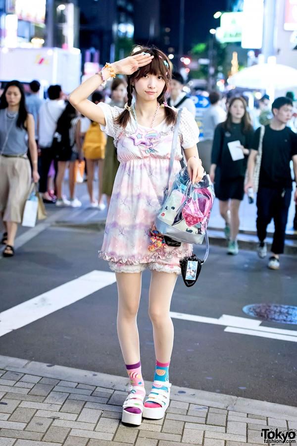 Harajuku Girl in Kawaii Look w/ 6%DOKIDOKI, Candy Stripper & Shimamura