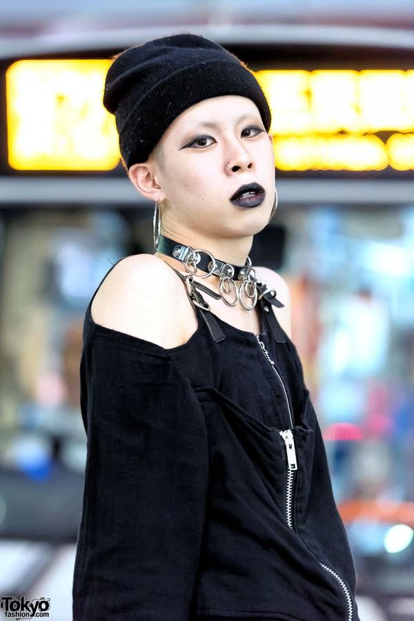 Black Lipstick, O-Ring Choker & Fetis Top