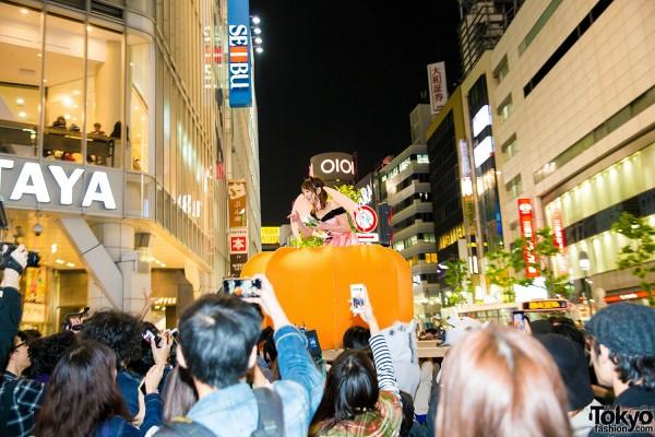 Halloween Eve in Japan - Costumes in Shibuya (90)