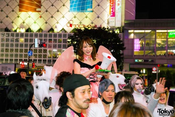 Halloween Eve in Japan - Costumes in Shibuya (109)