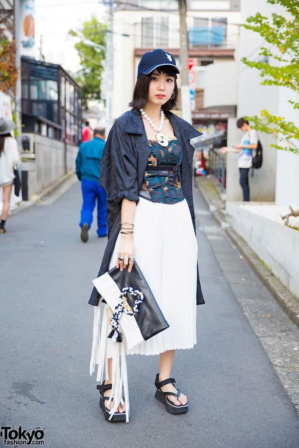 Harajuku Girl w/ MYOB Clutch, Bubbles Platform Sandals, Funktique & Jouetie
