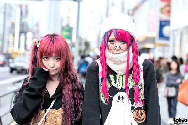 Harajuku Girls In Oversized Sweatshirts Manga Pins Nesin