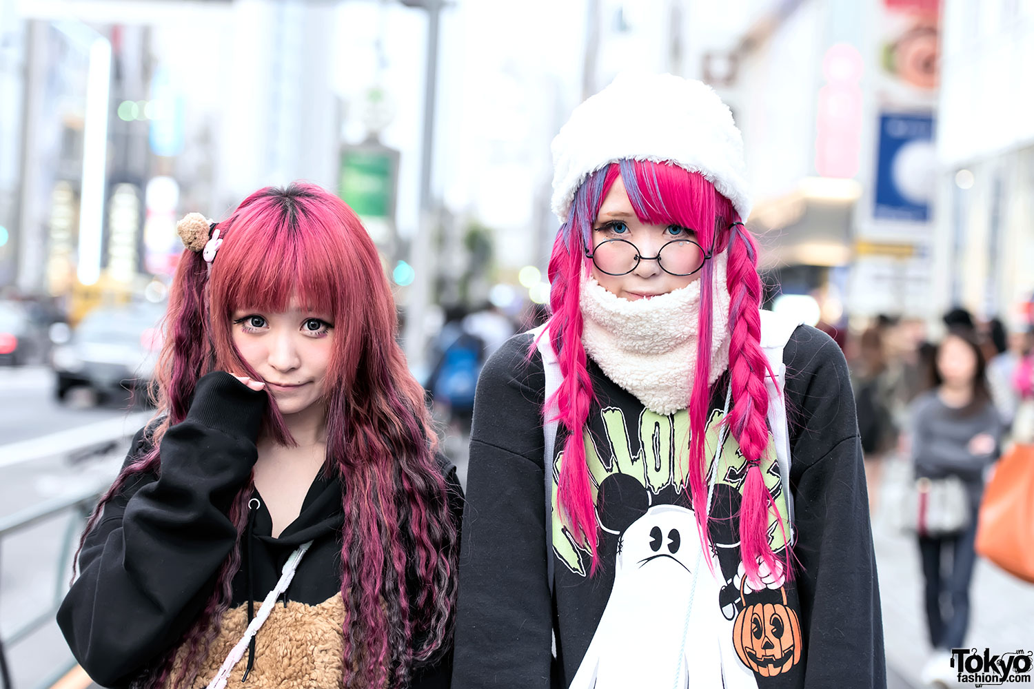 Harajuku Girls In Oversized Sweatshirts Manga Pins Nesin