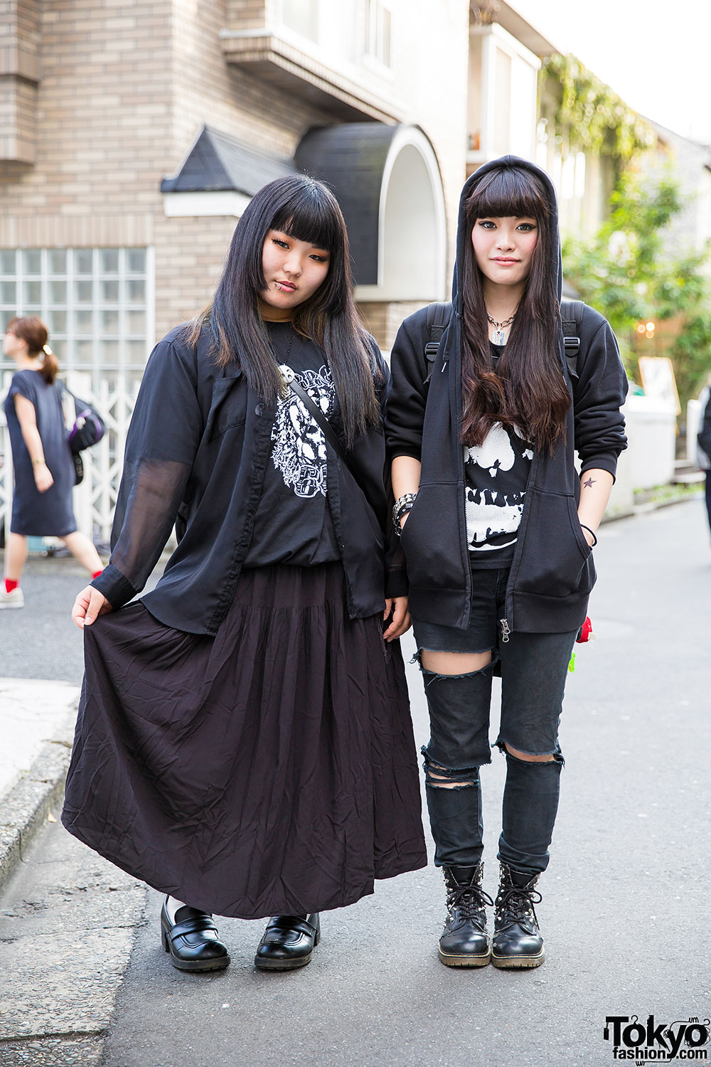 Harajuku Girls in Black Fashion w/ Hoodie, Ripped Jeans, Boots ...