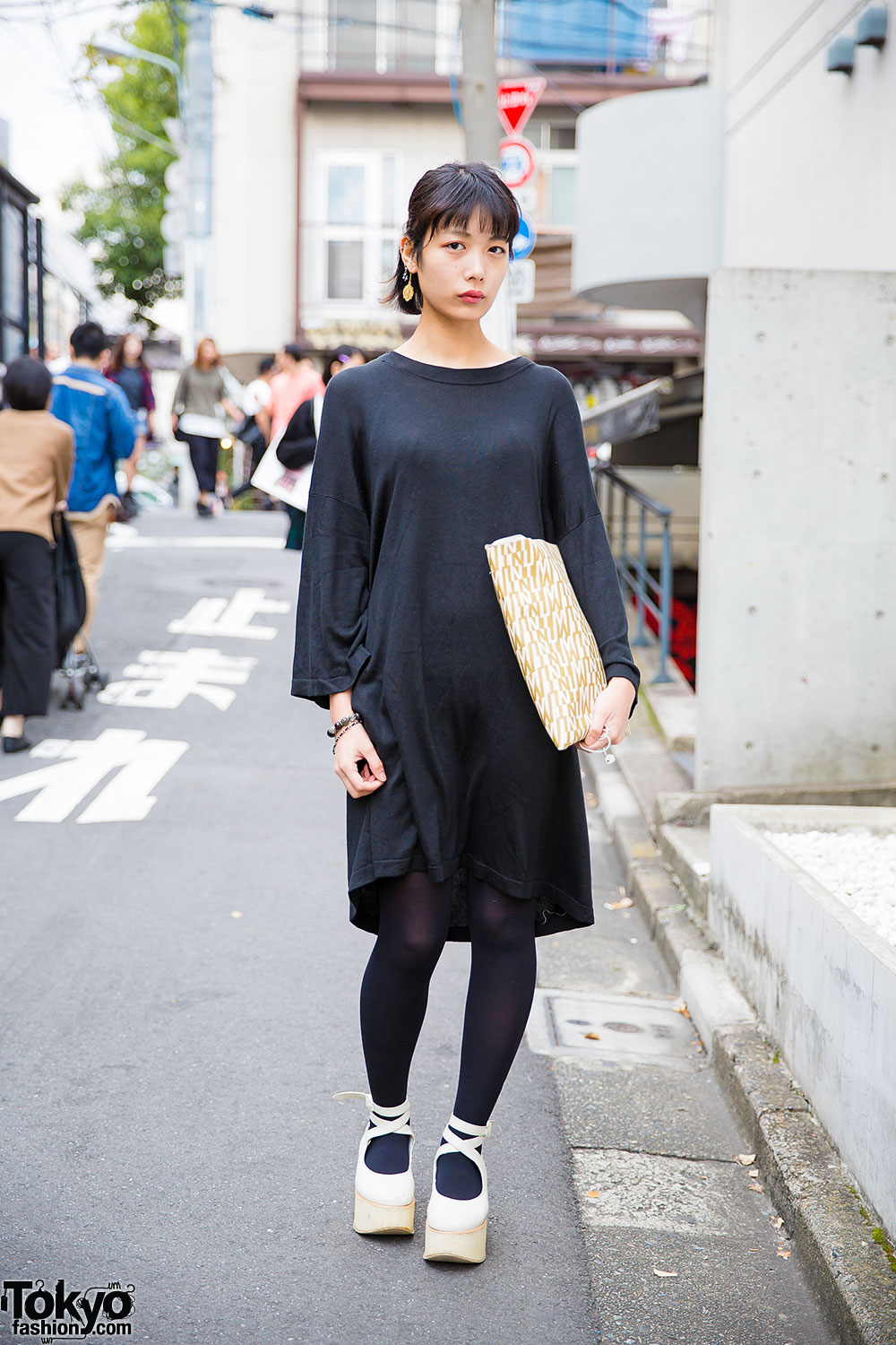 Harajuku Girl In Minimalist Style W Black Dress Mint