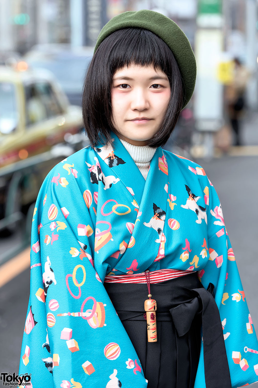 Harajuku Girls In Japanese Hakama W Tabun Zettai Geta