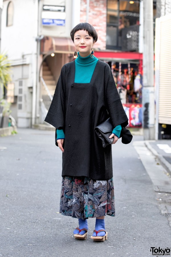 Harajuku Girl in Vintage Kimono Jacket, Geta Sandals & Short Hairstyle