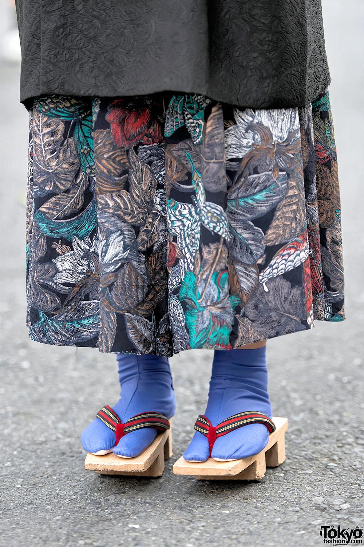 Harajuku Girl In Vintage Kimono Jacket Geta Sandals