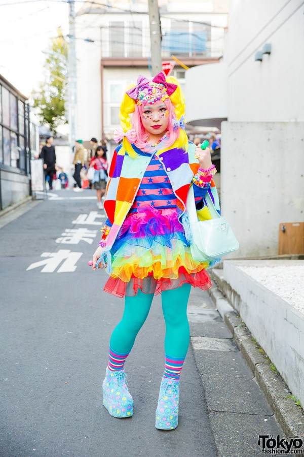 Harajuku Decora w/ Spinns Cape, Kinji Ruffle Skirt, Hello Kitty Bag & Yellow Braids