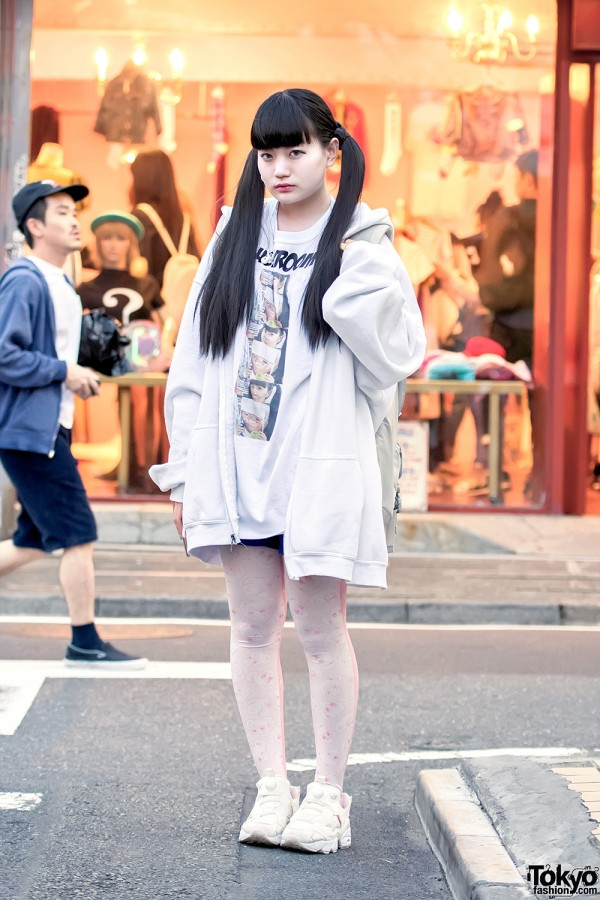 Oversized Hoodie & Twintails in Harajuku