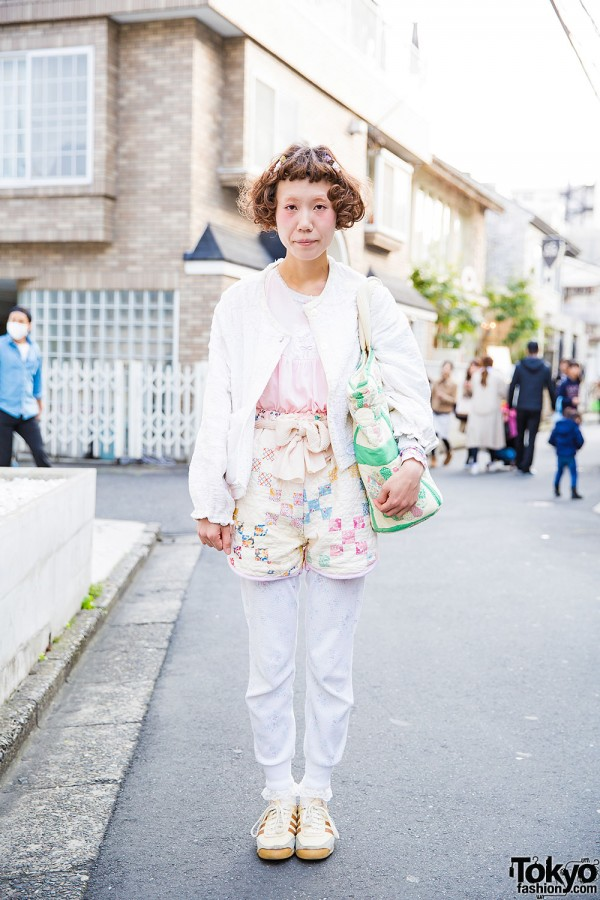 Vintage-Loving Harajuku Girl in Gunifuni Jacket, Patchwork Bag & Retro Sneakers