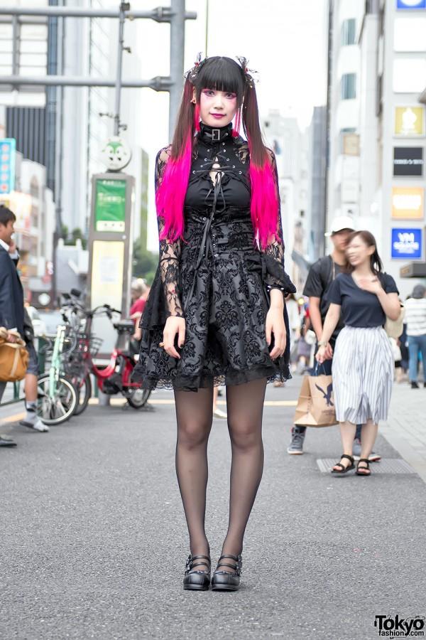 Pink Twintails & Gothic Harajuku Fashion