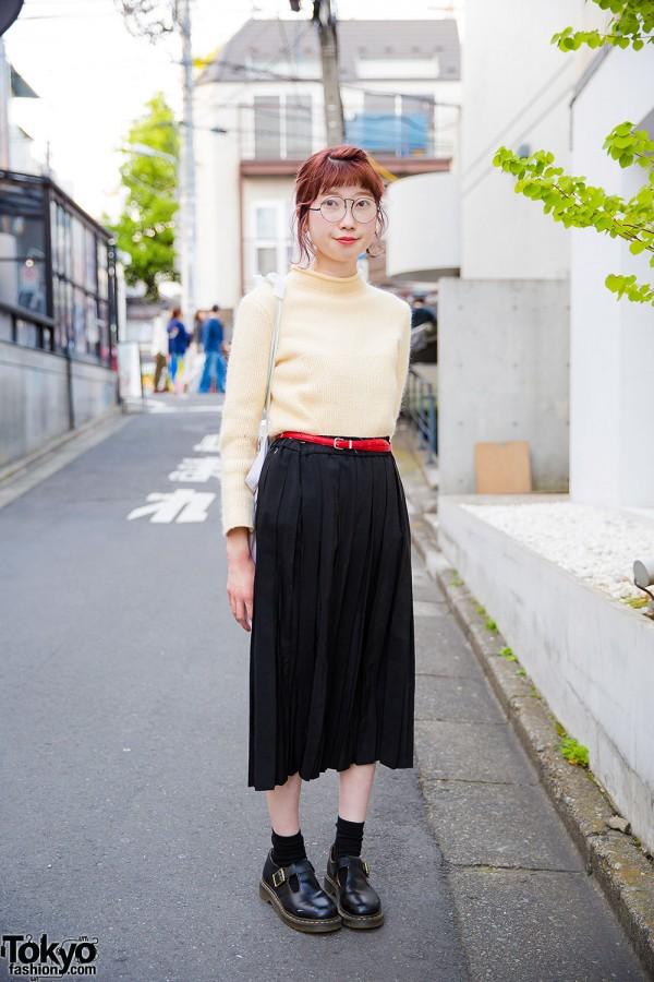 Harajuku Girl W Glasses In Vintage Sweater Midi Skirt