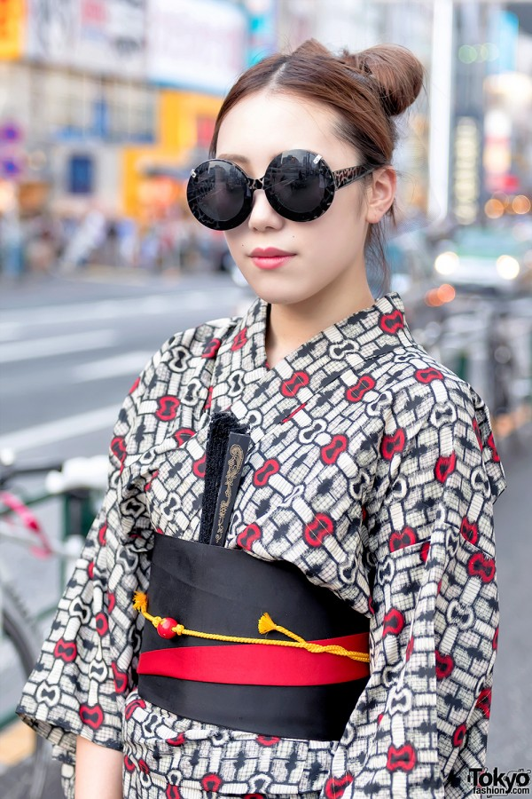 Japanese Yukata & Round Sunglasses