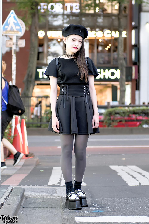 Monochrome Harajuku Street Style W Pameo Pose Platform