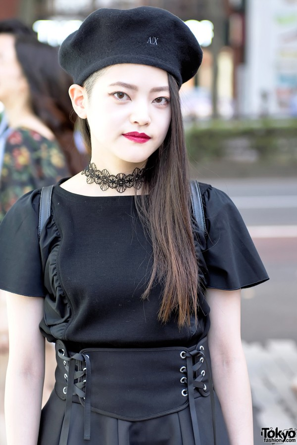 Harajuku Girl in Beret & Lace Choker