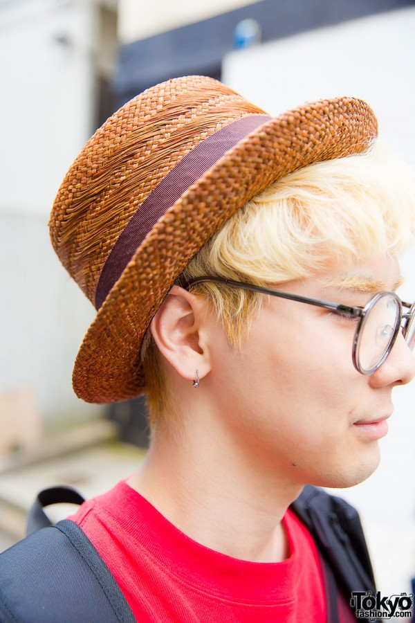 Round glasses, blonde hair and hat