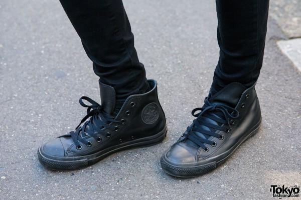 Black skinny jeans and Converse sneakers