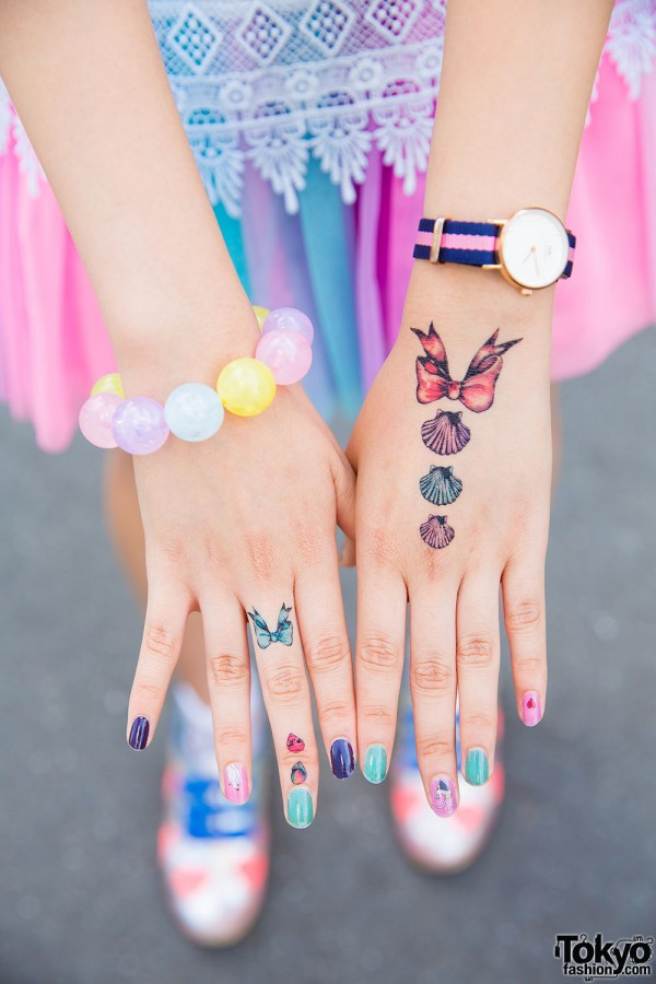 6%DokiDoki beaded bracelet, striped watch, colorful nails and tattoos