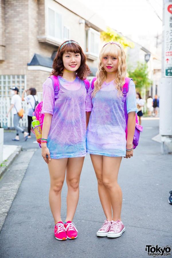 Harajuku Girls in Tie Dye Shirts w/ Disney Princess Bags & WEGO Items