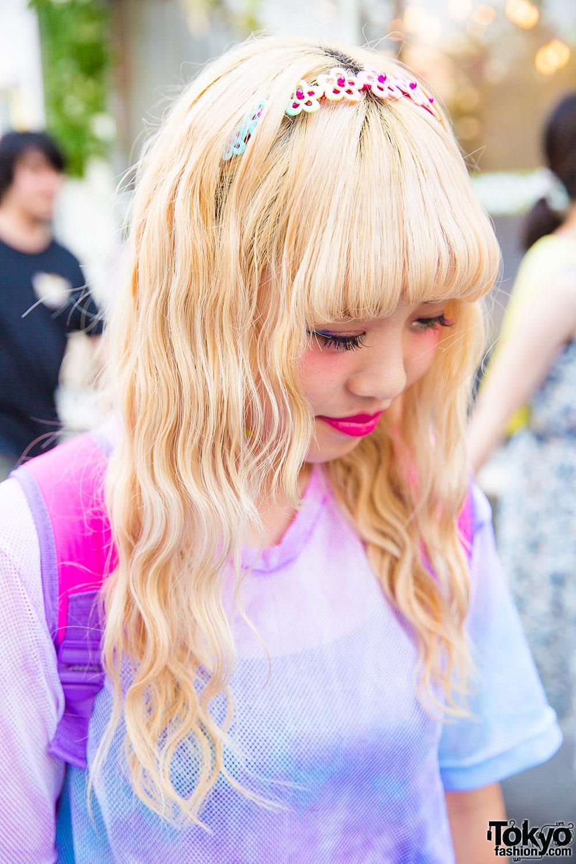 Harajuku Girls In Tie Dye Shirts W Disney Princess Bags